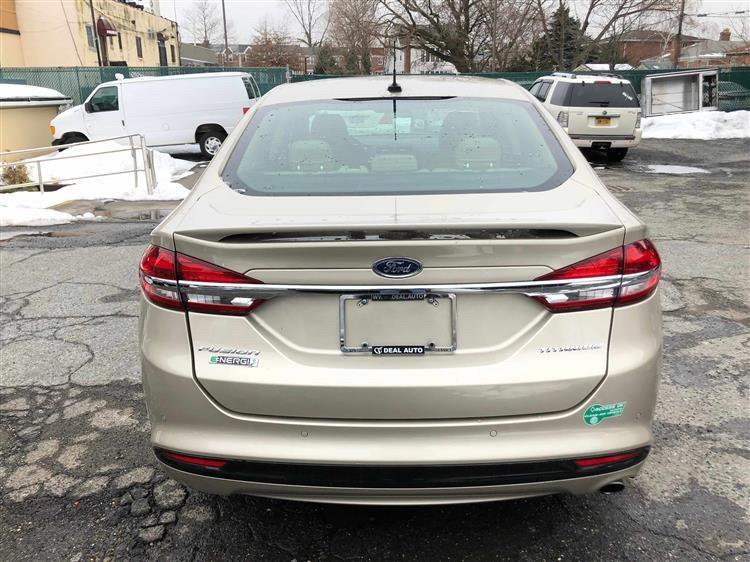 油电混合动力系统  2017 Ford Fusion energi titanium 顶配,开了32000 miles . 一首车主 无事故